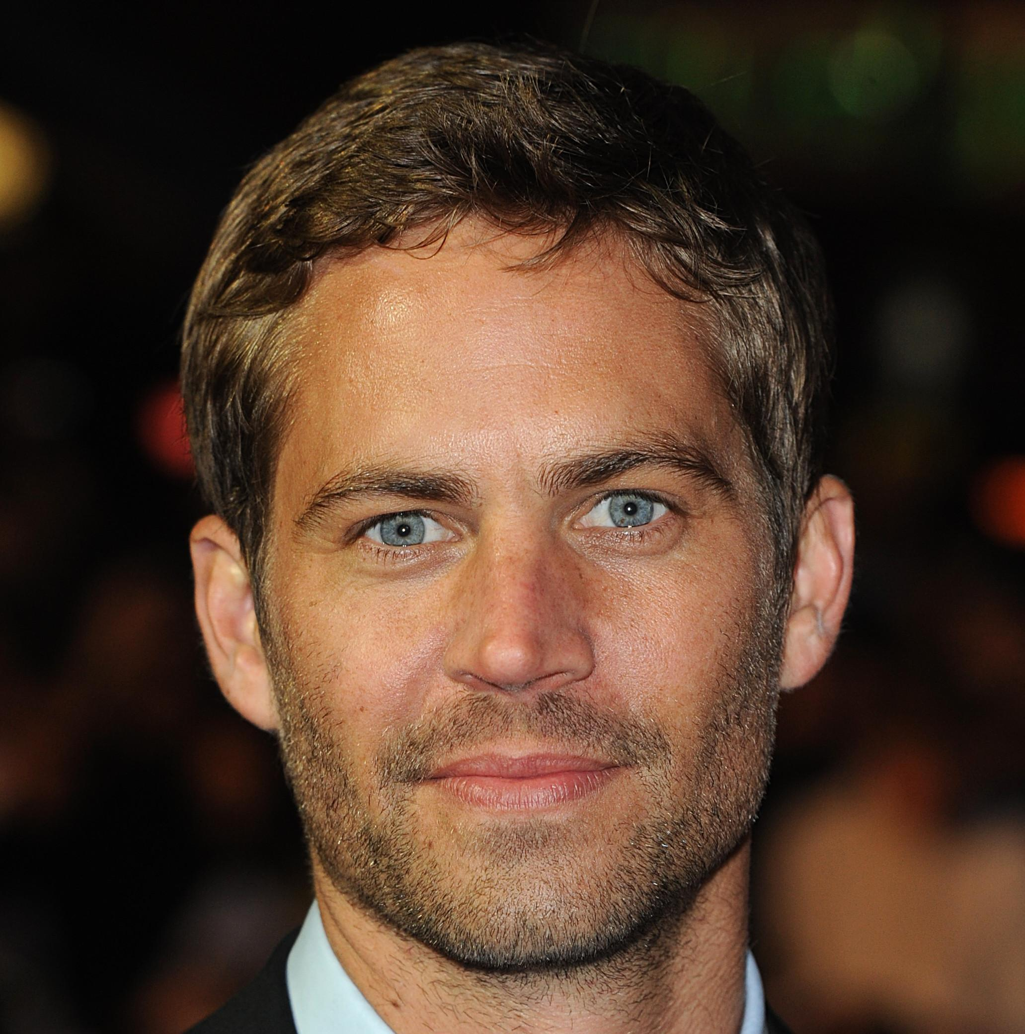 mort de paul walker les fans se rassemblent los angeles elle. Black Bedroom Furniture Sets. Home Design Ideas