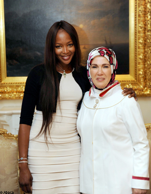 naomi campbell rencontre la femme du premier ministre turque elle. Black Bedroom Furniture Sets. Home Design Ideas