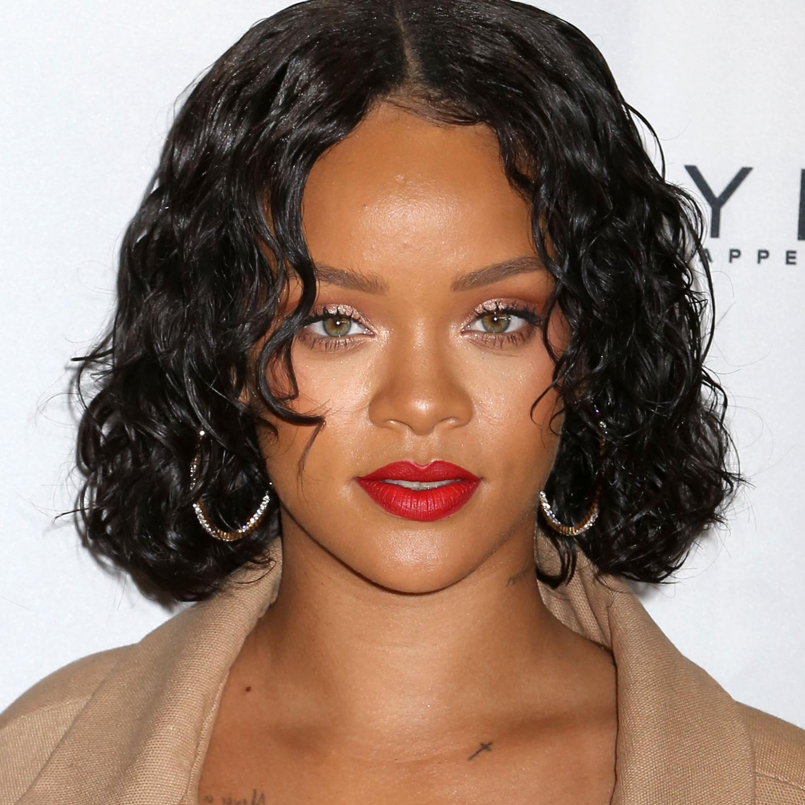 Rihanna se fait humilier sur internet cause de son poids elle - Rihanna poids 2017 ...