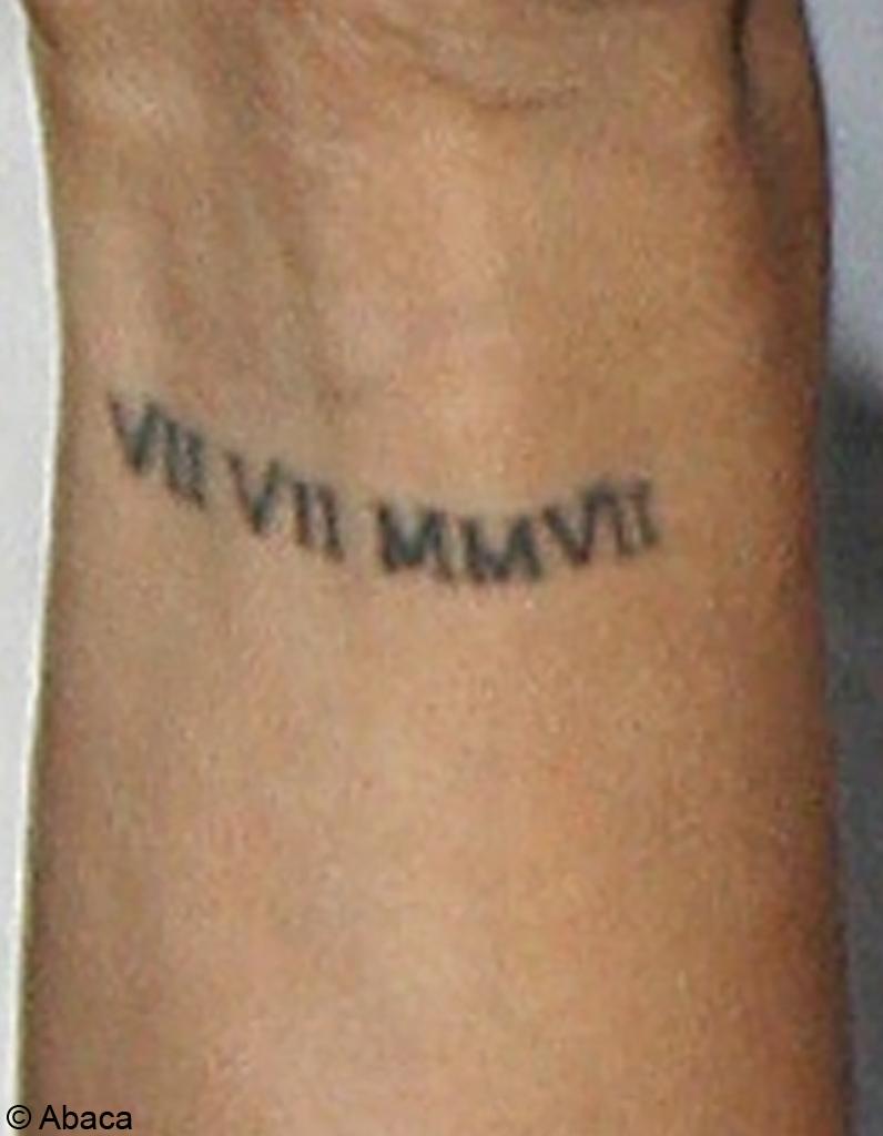 La date de mariage stars a qui est ce tatouage elle - Tatouage chiffre romain poignet ...
