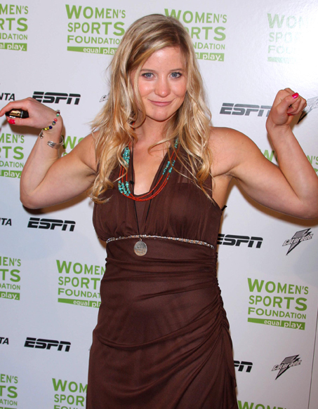 Une championne olympique vend ses sous v tements pour ha ti elle - Elle ne porte jamais de sous vetement ...