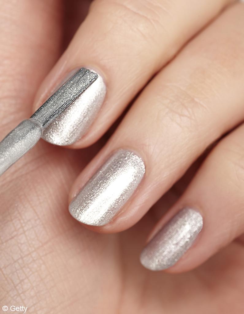 10 règles make up - Des ongles « gold » ou « silver », tu